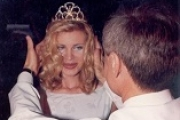 Как сегодня выглядит королева красоты, которую облили кислотой 20 лет назад